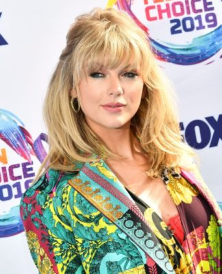 Taylor Swift at the Teen Choice Awards in 2019.